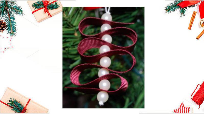 Adornos con perlas y cintas para Navidad