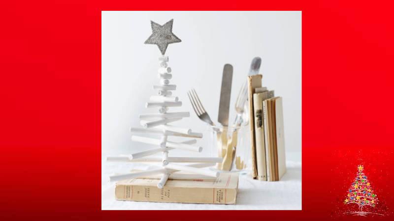 Haciendo con lápices un árbol de Navidad para mesas
