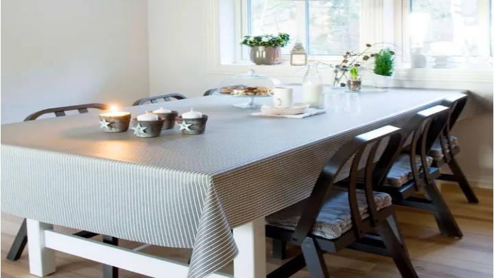 Manteles blancos, servilletas en perfecta combinación para crear ambientes cálidos y acogedores