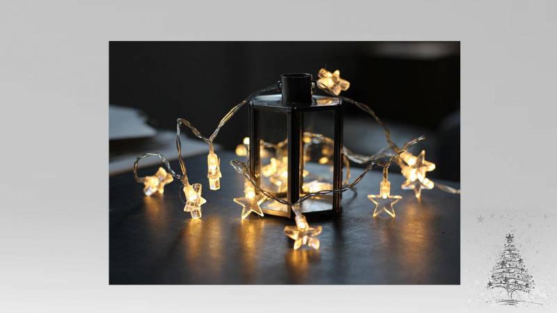 Luces de Navidad sobre mesa